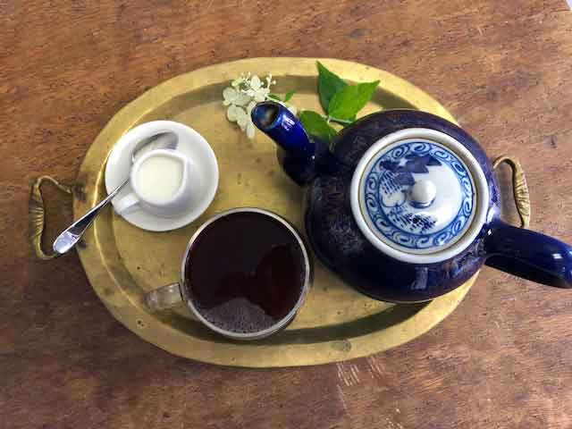 coffee-cherry-tea-on-tray_low
